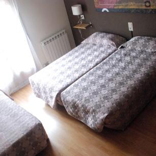 Habitacion triple con tres camas individuales