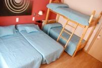 Habitacion cuadruple con cuatro camas individuales